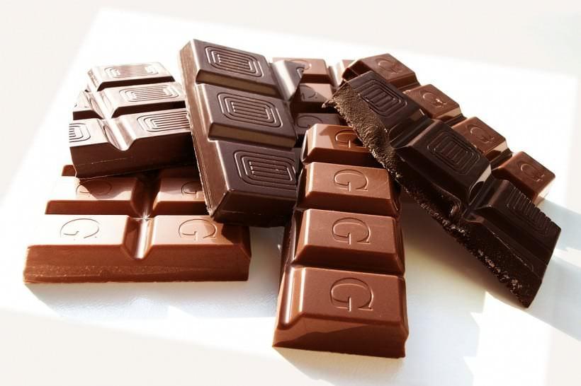 Verschiedene Sorten von Schokolade