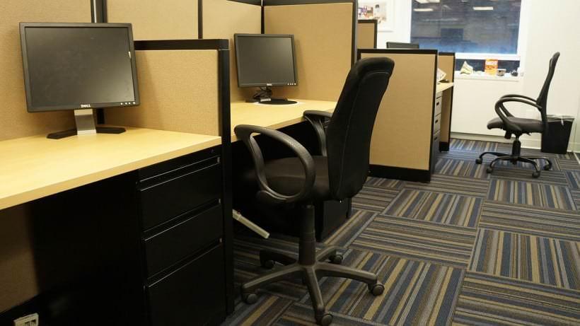 Arbeitsplätze in einem Großraumbüro